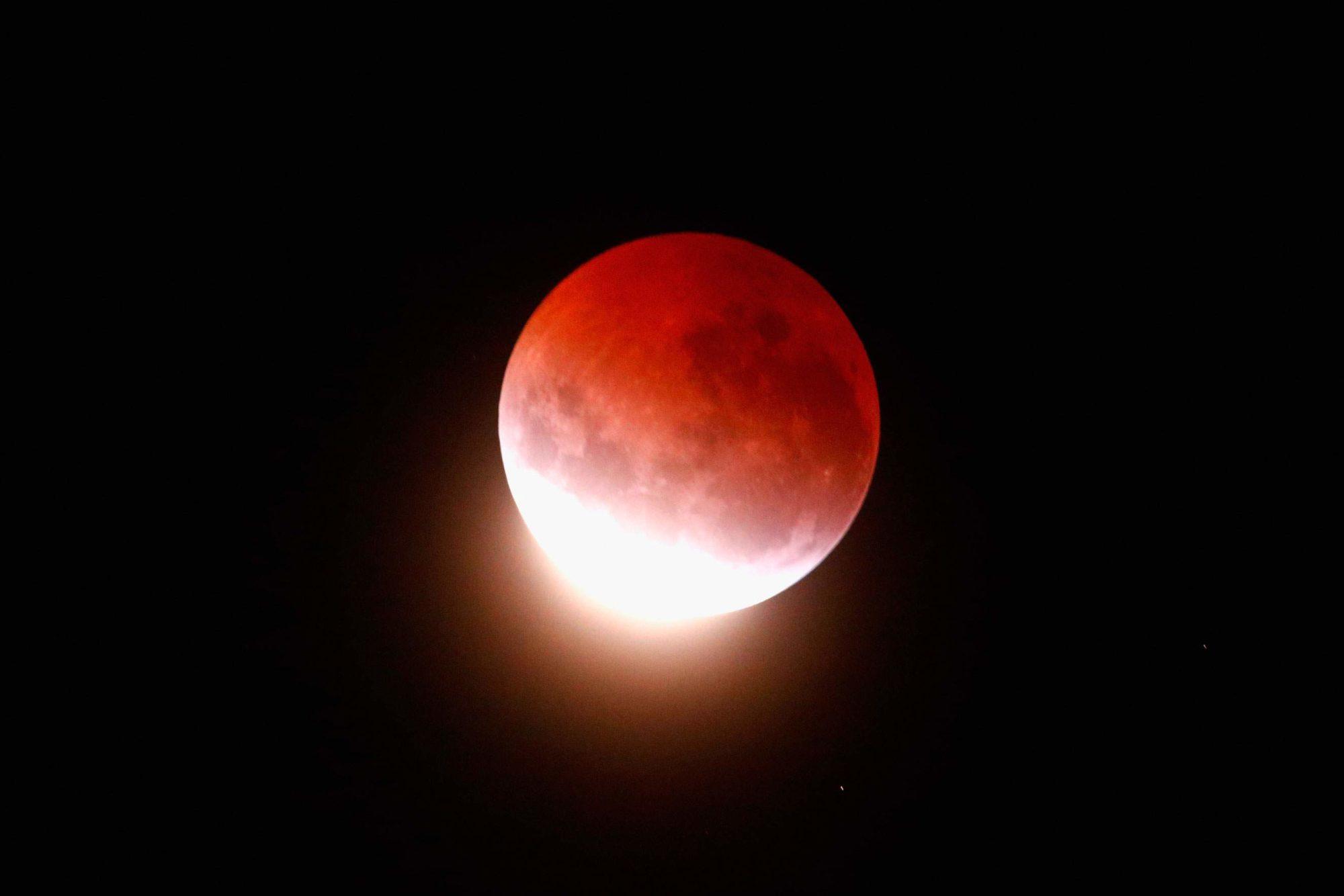 April 2015 lunar eclipse